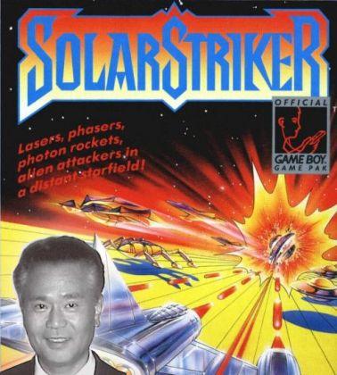 Wir verdanken dem viel zu früh verstorbenen Gunpei Yokoi so viele Dinge: das Digipad, den Game Boy, Super Mario Land, Metroid - und Solar Striker! Eigentlich ein eher durchschnittlicher Vertikalshooter, der aber angesichts der Plattform (nämlich dem guten alten Gameboy) einige bemerkenswerte Features bot: Bemerkenswert dimensionierte Bossgegner, eine schmissige Musik sowie teilweise so viele Geschosse auf dem Bildschirm, dass man ihn ohne schlechtes Gewissen als einen Vorläufer der gerade in Japan populären Bullet Hell-Shooter bezeichnen kann. 1709007