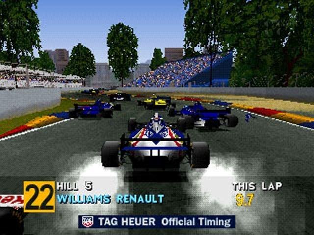Formula One <br><br> Im September 1996 schrieben Sony, Bizarre Creations und Psygnosis mit Formula One Videospielgeschichte - zumindest im Rennspielgenre: Der Titel bot mit Echtzeit-Kommentator (Jochen Mass) und Originaleinblendungen sowie der FIA-Lizenz des Jahres 1995 und Top-Grafik ein vorher nicht gekannten TV-Flair beim Rasen und entwickelte sich für die PlayStation zum Systemseller. Wer ein modernes Formel 1-Spiel haben wollte, kam an der grauen Sony-Konsole nicht vorbei! Der Nachfolger - Formula One 97 - setzte noch einen drauf und markierte gleichzeitig der Abschied von Bizarre Creations von der Serie. 2270267